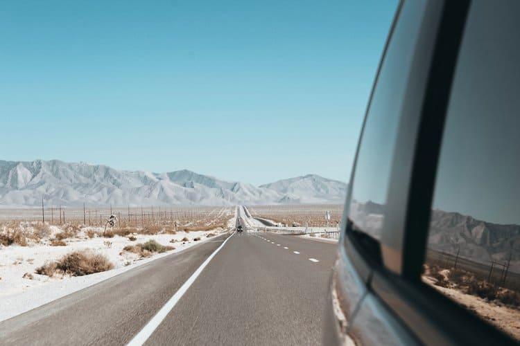 Dodatkowe ubezpieczenie szyb w samochodzie może się przydać zwłaszcza w razie uszkodzeń przedniej szyby.